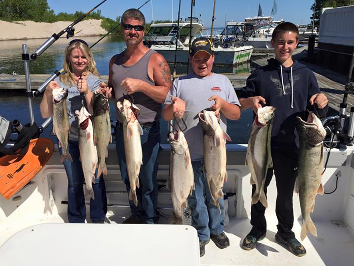 family on lake ontario catching salmon and trout