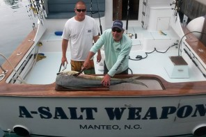 a salt weapon sportfishing with captain dennis endee filleting a big mahi mahi