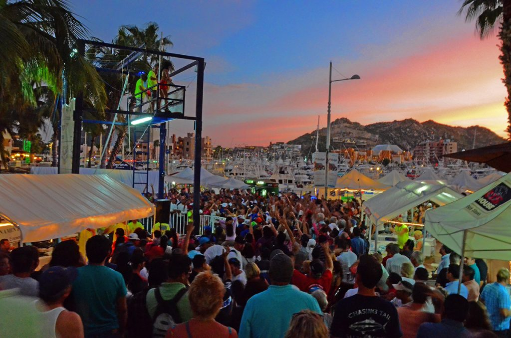 crowd at bisbee's black and blue illfish tournamen in cabo